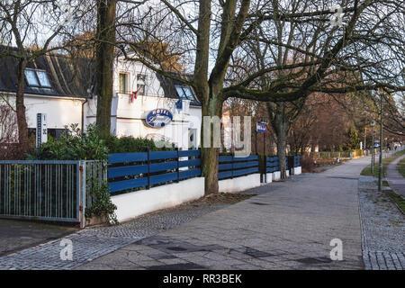 Berlin- Zehlendorf. Krumme Lanke. Hotel Haus Leopold Hotel exterior - Stock Image