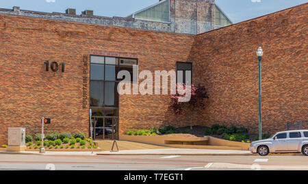 JOHNSON CITY, TN, USA-4/27/19: A business office called 101 Fountain Place, in downtown Johnson City. - Stock Image