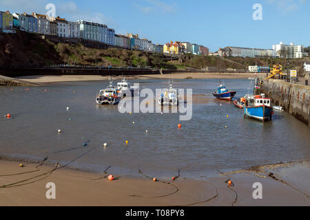 Tenby harbor in Carmarthen Bay at low tide - Tenby in Pembrokeshire, south Wales in the United Kingdom. - Stock Image