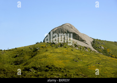 Paarl Rock (Mountain) from the Taal Monument to the Afrikaans Language, Paarl, Cape Province, South Africa. - Stock Image