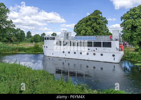 The Ark, moored on the River Nene at Midsummer Meadow, said to be the first and only floating bar/restaurant in Northampton, UK - Stock Image