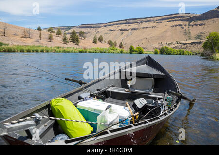 Overnight gear for a multi-day float trip on the Lower Deschutes River near Warm Springs in Oregon. - Stock Image