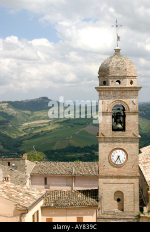 Monte San Martino ,le Marche ,the Marches, Italy with the church clock left at the time that an   earthquake struck, - Stock Image