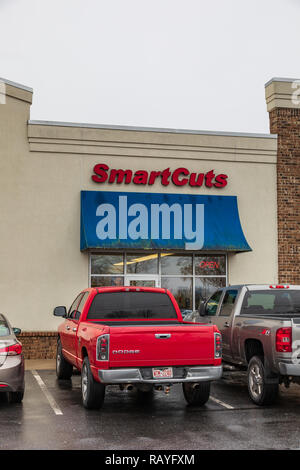 HICKORY, NC, USA-1/3/19: Smartcuts is a small chain of hair salons in North Carolina, Virginia, and Tennessee. - Stock Image