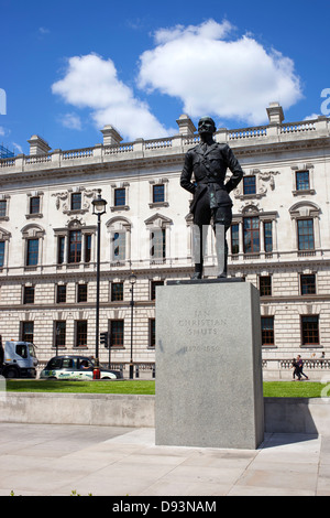 Jan Christian Smuts statue in Parliament Square, Westminster London England UK. - Stock Image
