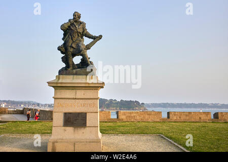 Statue to Jacques Cartier the 16th century explorer who claimed what is now Canada for France - Stock Image