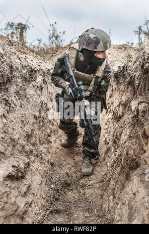 french paratroopers in action - Stock Image