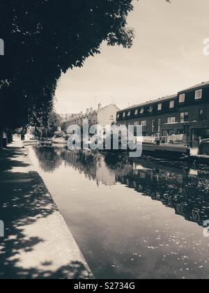 Black and white photo of Hertford Union canal in bow, East London - Stock Image