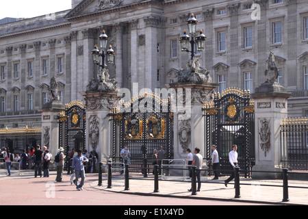 Gates outside Buckingham Palace London - Stock Image