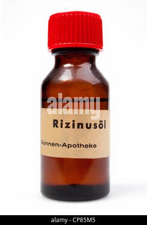 Oleum Ricini s. Castoris, Oleum Ricini virginale, Kastoröl, castor oil, ricinus oil oder oil of Palma Christi - Stock Image