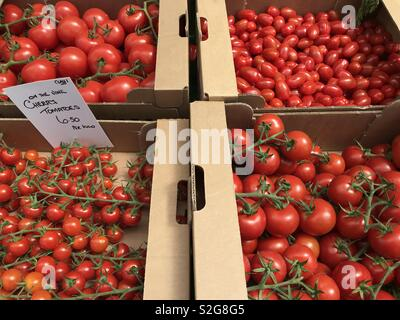 Tomatoes on a market stall - Stock Image