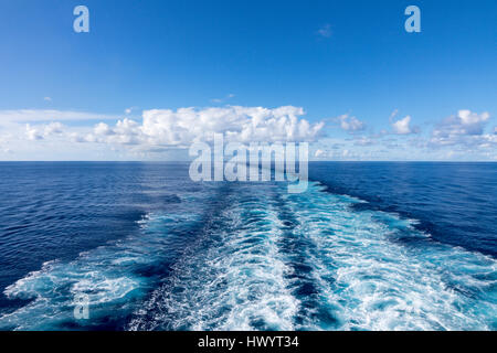 Wake of ship at sea in Atlantic Ocean with blue sky - Stock Image