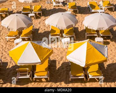 Yellow umbrellas on the beach - Stock Image