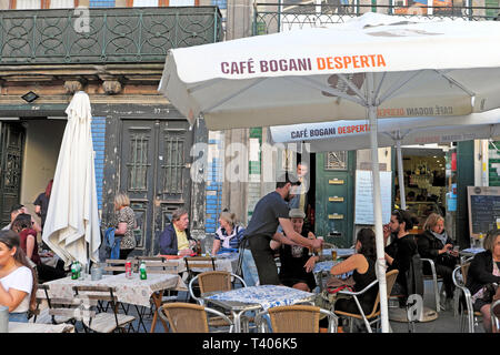 Waiter serving customers sitting outside at tables at the Cafe Bogani Desperta in Porto, Portugal Europe   KATHY DEWITT - Stock Image