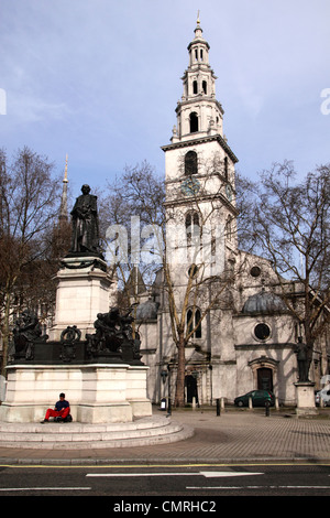 St Clement Danes Church and Gladstone Statue The Strand London - Stock Image
