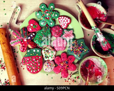 Decorating cookies - Stock Image