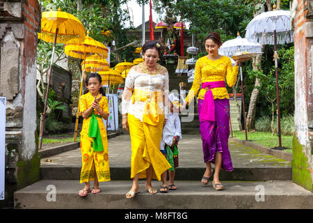 UBUD, INDONESIA - MARCH 2: Balinese family in traditional clothes during the celebration before Nyepi (Balinese - Stock Image