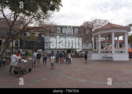 souvenir stands and pavilion on the plaza de la independencia, casco viejo, historic district of panama city - Stock Image