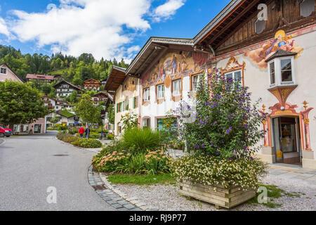 Hausfassaden mit Lüftlmalerei, Mittenwald, Werdenfelser Land, Oberbayern, Bayern, Deutschland, Europa - Stock Image