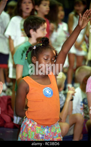 small child worships God during church service in Indiana, Pennsylvania - Stock Image