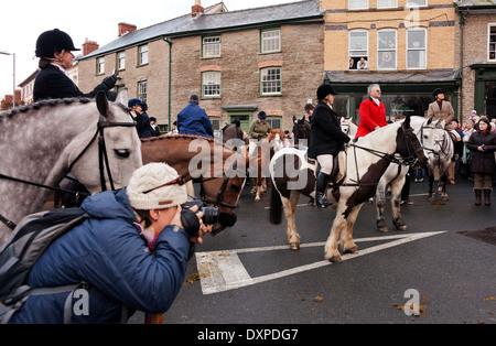 Photographer photographs hunt meeting - Stock Image