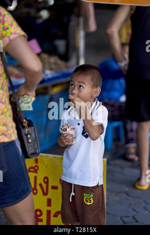 Child eating ice cream outdoors - Stock Image