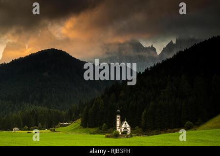 Europe, Italy, Alps, Dolomites, Mountains, South Tyrol, Val di Funes. Villnößtal. St. Johann in Ranui and Geisler Spitzen Mountains / Gruppo delle O - Stock Image