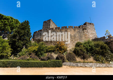 Walls of the 12th-century Knights Templar castle in Tomar, Portugal - Stock Image