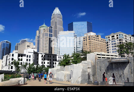Charlotte, North Carolina. People in Romare Bearden Park with the skyline in the background. - Stock Image