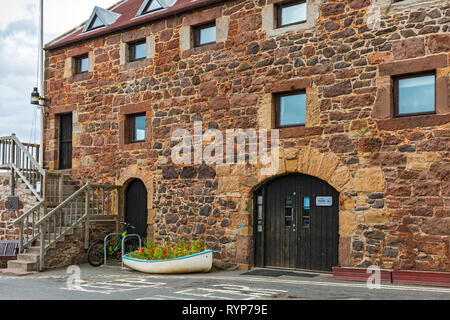 The East Lothian Yacht Club building, a former granary store (built 1802 Grade B listed), at the harbour, North Berwick, East Lothian, Scotland, UK - Stock Image