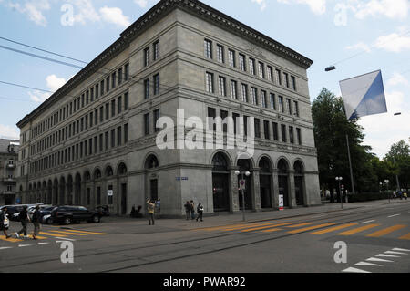 The Swiss National Bank in Zürich-City is under pressure due to high foreign exchange losses - Stock Image