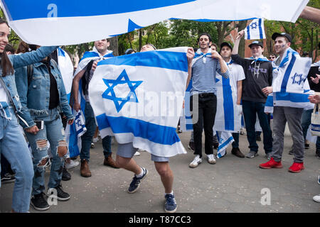 NYU students (primarily) and others celebrated Israel Independence Day in Washington Square Park in Greenwich Village, Manhattan,New York City. - Stock Image