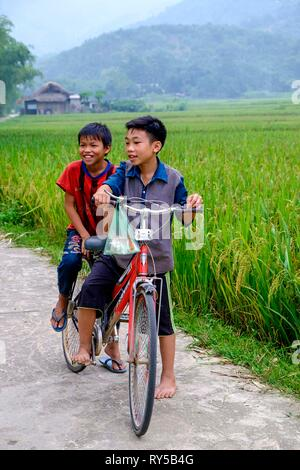 Vietnam, near Bac Ha, tay ethnic group people - Stock Image