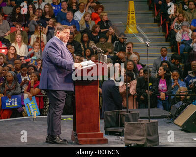 Chicago, Illinois, USA. 4th November 2018. Gubernatorial candidate JB Pritzker speaks at today's rally. The rally at UIC was a final push preceding the upcoming midterm general election this Tuesday, which many expect will be a wave election in favor of the Democrats. Credit: Todd Bannor/Alamy Live News - Stock Image