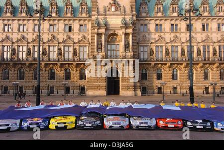 (dpa) The drivers of the German Touring Car Championship (DTM) unveil their race cars in front of the Hamburg city - Stock Image