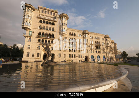 Azerbaijan, Baku, ouside W walls, Bank Respublica with Behram-i Gur Monument - Stock Image