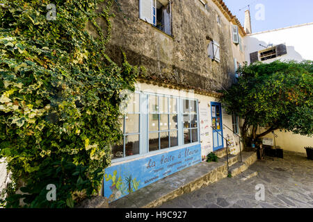 La Boite a Fleurs, a typical Provencal shop in the picturesque South of France village  of Ramatuelle, Var,  France - Stock Image