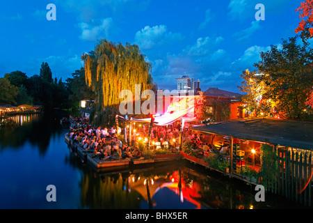 Cafe, Bar, Restaurant Freischwimmer in Kreuzberg in the evening, Berlin - Stock Image