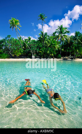 South pacific Cook Islands Aitutaki lagoon One foot Island dream beach cristal clear water couple snorchling - Stock Image