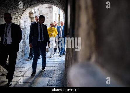 Split, Croatia. 22nd Mar, 2019. Federal President Frank-Walter Steinmeier and his wife Elke Büdenbender walk through the old town. President Steinmeier and his wife are on a two-day visit to Croatia. Credit: Bernd von Jutrczenka/dpa/Alamy Live News - Stock Image