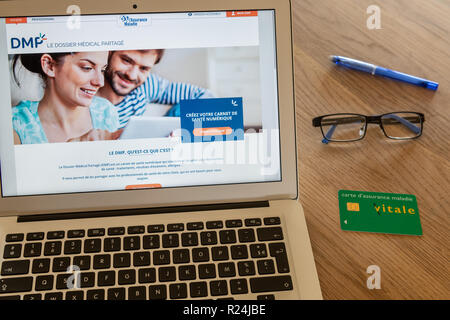 Paris, France - November 15, 2018 : French health insurance website, presenting the new 'shared medical file'(DMP), on a computer screen. - Stock Image