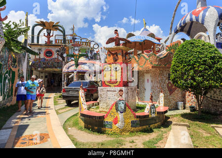 Entrance to Fusterlandia Project, Jose Rodriguez Fuster's house, studio and suburb of Jaimanitas decorated with mosaic tile art and sculptures - Stock Image