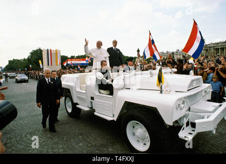 Pope John Paul II during his historic visit to Paris in 1980 travels in motorcade with light minimal security of open top car - Stock Image