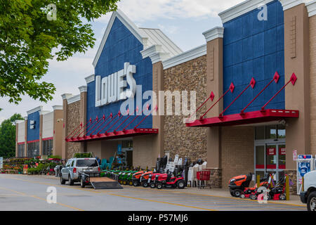 HICKORY, NC, USA-23 JUNE 18: Lowe's Companies, Inc. operates a a chain of 2370 home improvement and hardware stores in the U.S., Canada, and Mexico. - Stock Image