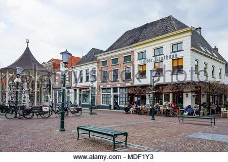 People enjoy food and drinks at Caé Restaurant 't Olde Regthuys on Beekstraat in Elburg, Netherlands. - Stock Image