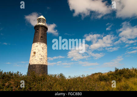 A view of the 'new' lighthouse (built in 1895 and decommissioned in 1985) between the Humber Estuary and - Stock Image