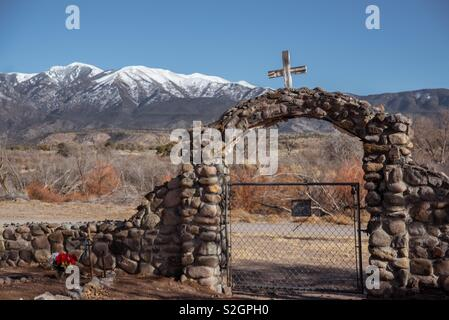 Cemetery entrance and mountains - Stock Image