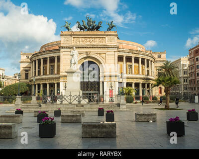 Politeama Theatre in Piazza Ruggero Settimo, city of Palermo, Sicily, Italy. - Stock Image