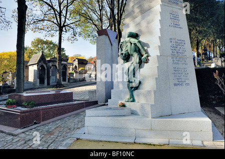 Paris, France - Pere Lachaise Cemetery, Monument to Jews Deported in WWII, Engraving reads: 'The 186 Steps of - Stock Image