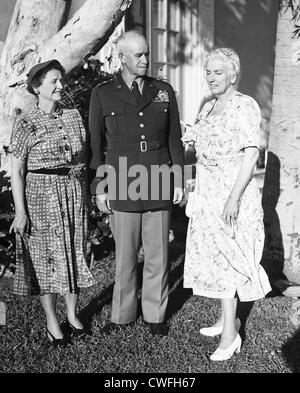 General and Mrs Omar Bradley  in Palm Beach, Florida, ca 1950. - Stock Image